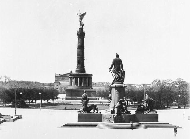 ca 1886 Blick vom Reichstag auf den Koenigsplatz:Bismarckdenkmal,Siegessaeule,dahinter die Krolloper