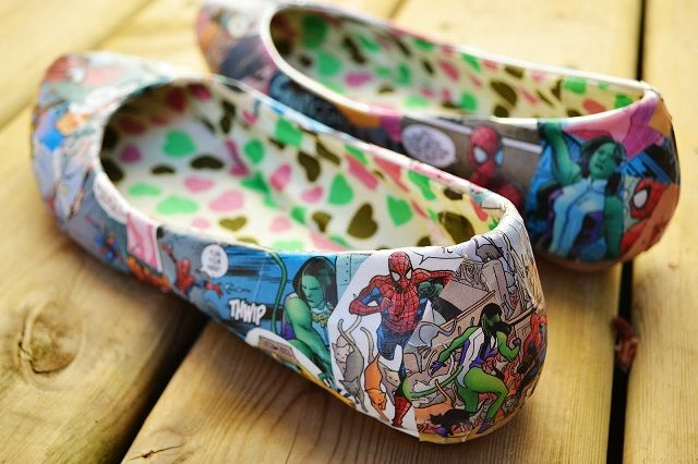 """Be creative and give a funny allure to your shoes, using comic books. Now, the favorite super heroes can """"come to life"""" through your shoes. The time frame in making"""
