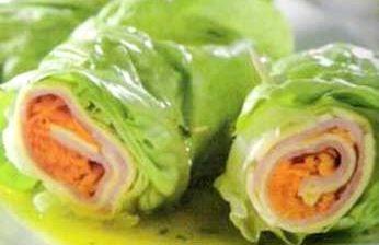 Rolinhos de Alface com Peito de Peru são uma ótima opção para preparar no almoço e irá deixar a sua mesa linda.