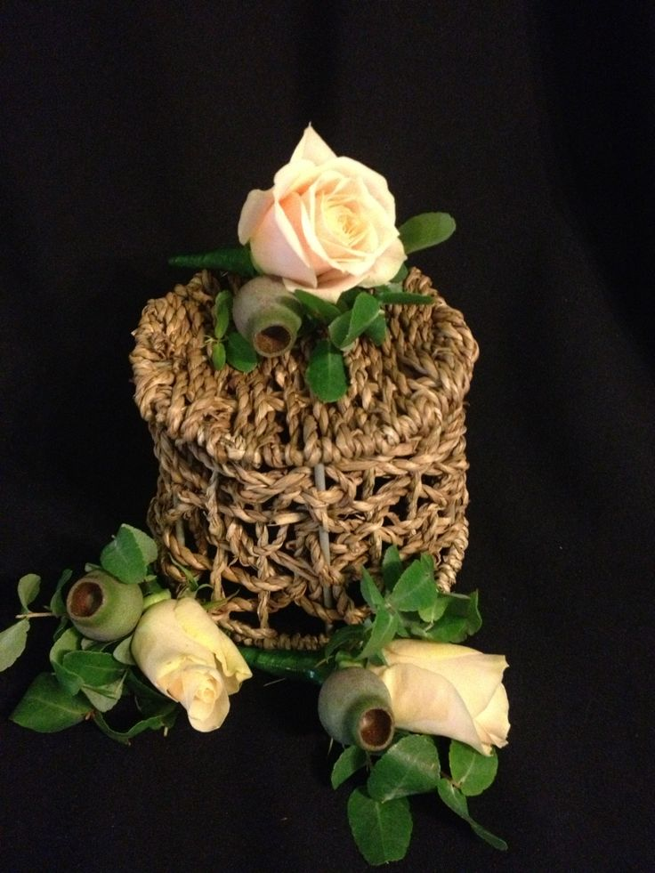 groom & groomsmen buttonholes - champagne rose with gum nuts