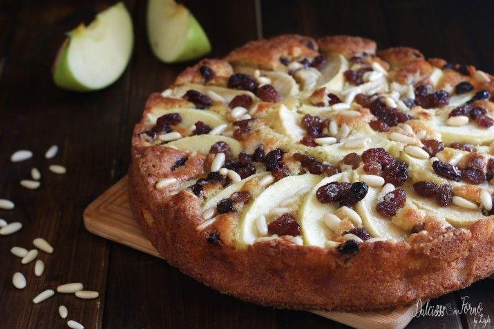 Torta di mele ricetta classica della nonna, torta di mele più buona del mondo, torta di mele ricca con uvetta pinoli, torta di mele facile morbida speciale.