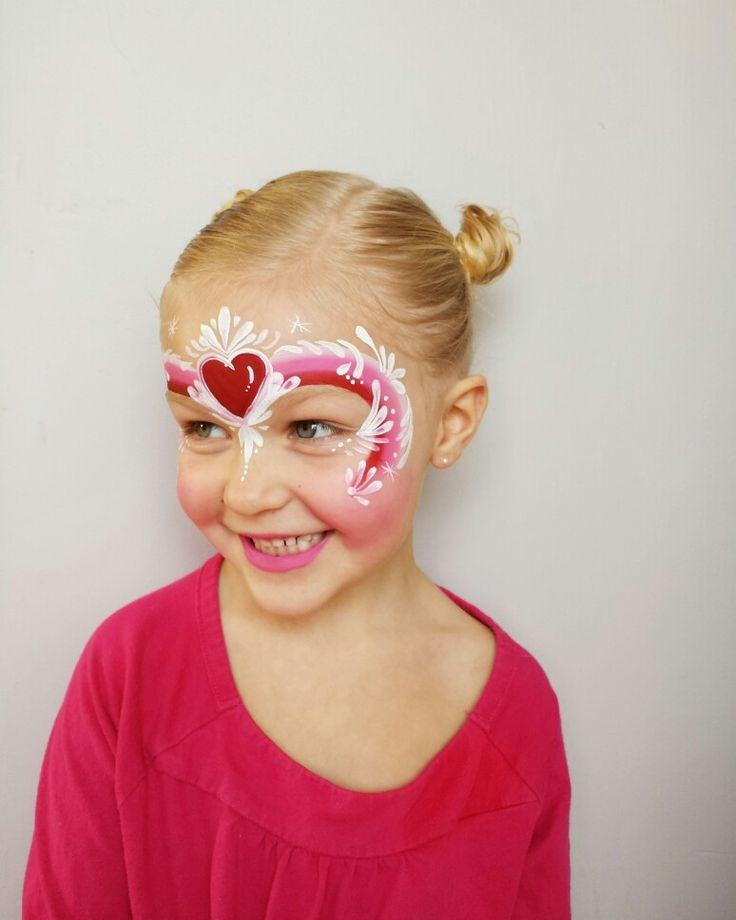 Valentines/heart  facepainting using one-stroke cake; by fanciful face painting
