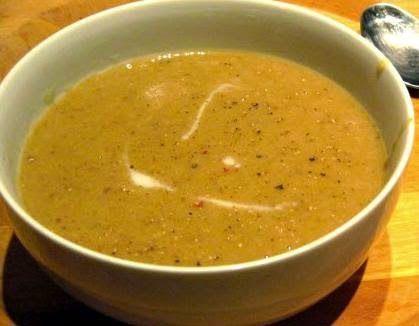 Köz Patlıcan Çorbası, https://www.eniyitariflerim.com/koz-patlican-corbasi/, , https://www.eniyitariflerim.com, ,   Malzemeler         4 adet közlenmiş patlıcan     4 su bardağı tavuk suyu     2 diş sarımsak     1 çay kaşığı toz kırmızıbiber     4 adet arpacık soğan     1 yemek kaşığı tereyağı     1 çay kaşığı tarçın     3-4 dal maydanoz     Tuz     Karabiber      Hazırlanışı      Soğanları ince kesip bir tavanın içerisinde pembeleşinceye kadar kavuruyoruz.,  Malzemeler   4 adet…
