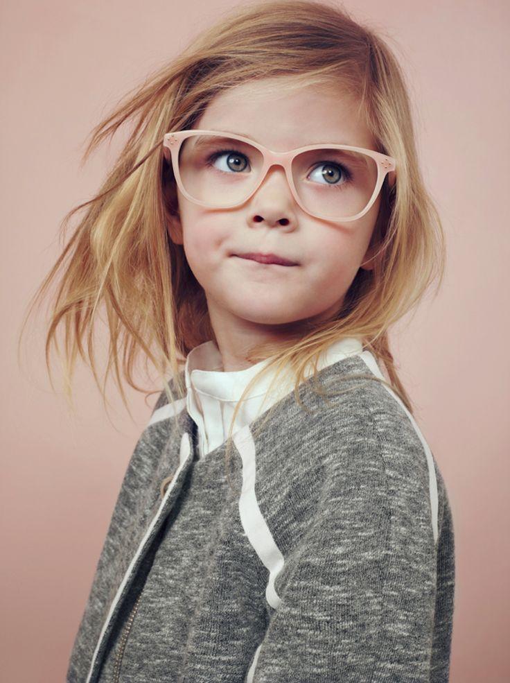 Alguns sinais de que seu filho precisa usar óculos e modelos lindos para se inspirar! - Just Real Moms - Blog para Mães