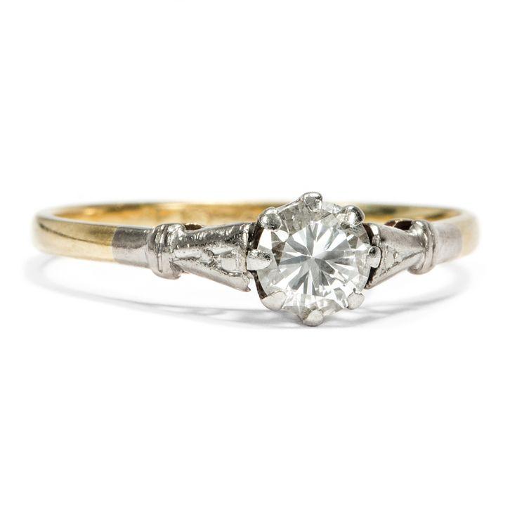 Everlasting Love - Klassischer Solitär-Ring mit 0,36 ct Brillanten in Gold & Platin, um 1955 von Hofer Antikschmuck aus Berlin // #hoferantikschmuck #antik #schmuck #Ringe #antique #jewellery #jewelry // www.hofer-antikschmuck.de