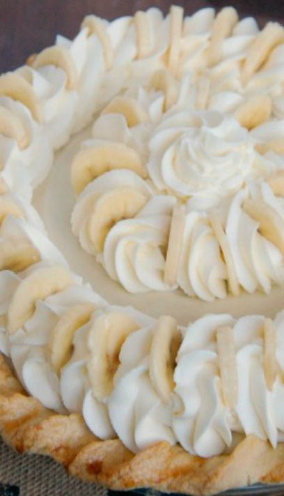 Banana Coconut Cream Pie   WHAT A BEAUTIFUL PIE !!!!   LOVE IT !!!!  NEXT BANANA CREAM PIE WILL LOOK LIKE THIS ONE FOR SURE.