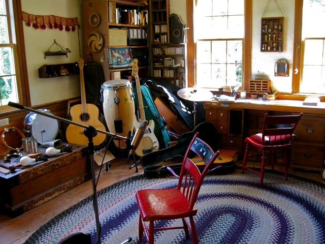 love the look of this warm musicrecording room i imagine the trunk filled with music sheets and a display of guitar slides above the desk