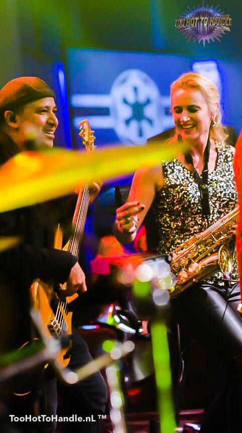 Feestband, Partyband, Danceband voor úw bruiloft | huwelijk, zakelijke bijeenkomst, personeelsfeest of event? TooHottoHandleBand is dé Band én specialist met jarenlange ervaring voor een onvergetelijk feest?  Jolanda Proszkowski & Dave Breidenbach groovin' with #TooHotToHandleBand.   #partyband #coverband #feestband #danceband #bruiloftband #bruiloft #huwelijk #personeelsfeest #bedrijfsfeest #Businessevent #gala