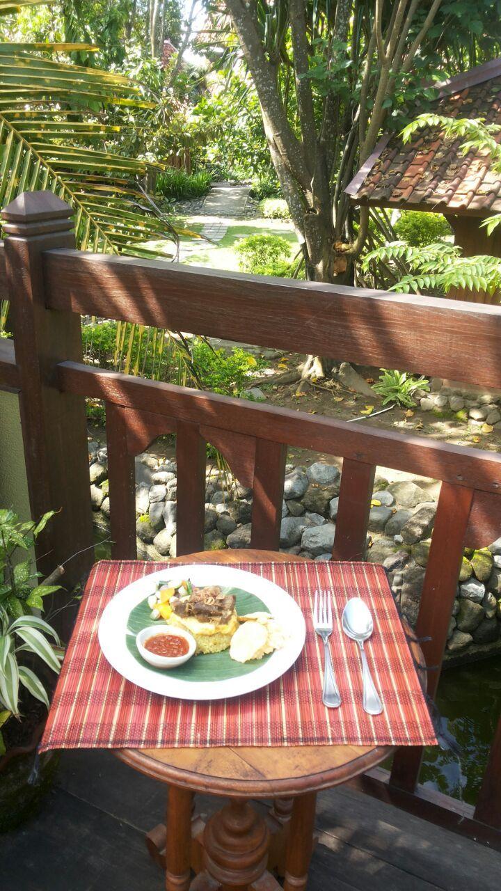 "Sega Kebuli At ""Waroeng Dhahar Pulosegaran"" Tembi Rumah Budaya"