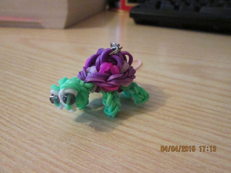 Tartaruga con il guscio viola fatta con gli elastici