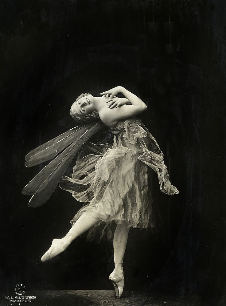 Anna Pavlova -- prima ballerina who invented pointe by darning her ballet slippers --photo by Ira L. Hill 1921