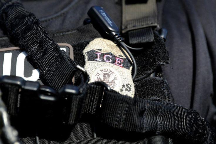 "Ugly confrontation as ICE officers arrest immigrant Sitemize ""Ugly confrontation as ICE officers arrest immigrant"" konusu eklenmiştir. Detaylar için ziyaret ediniz. http://xjs.us/ugly-confrontation-as-ice-officers-arrest-immigrant.html"