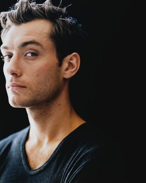 Sorry for the bombardment of jude law but I've just started to appreciate his face a little bit more