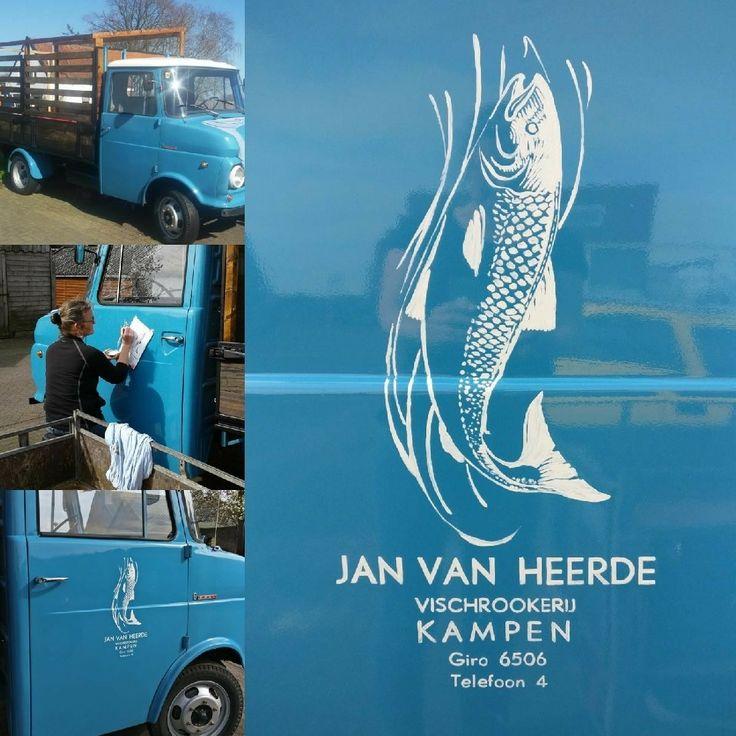 Handbeschilderd, belettering, oldtimer, visserij, rokerij, vischrookerij Kampen, Foodtruck http://www.jocando.nl