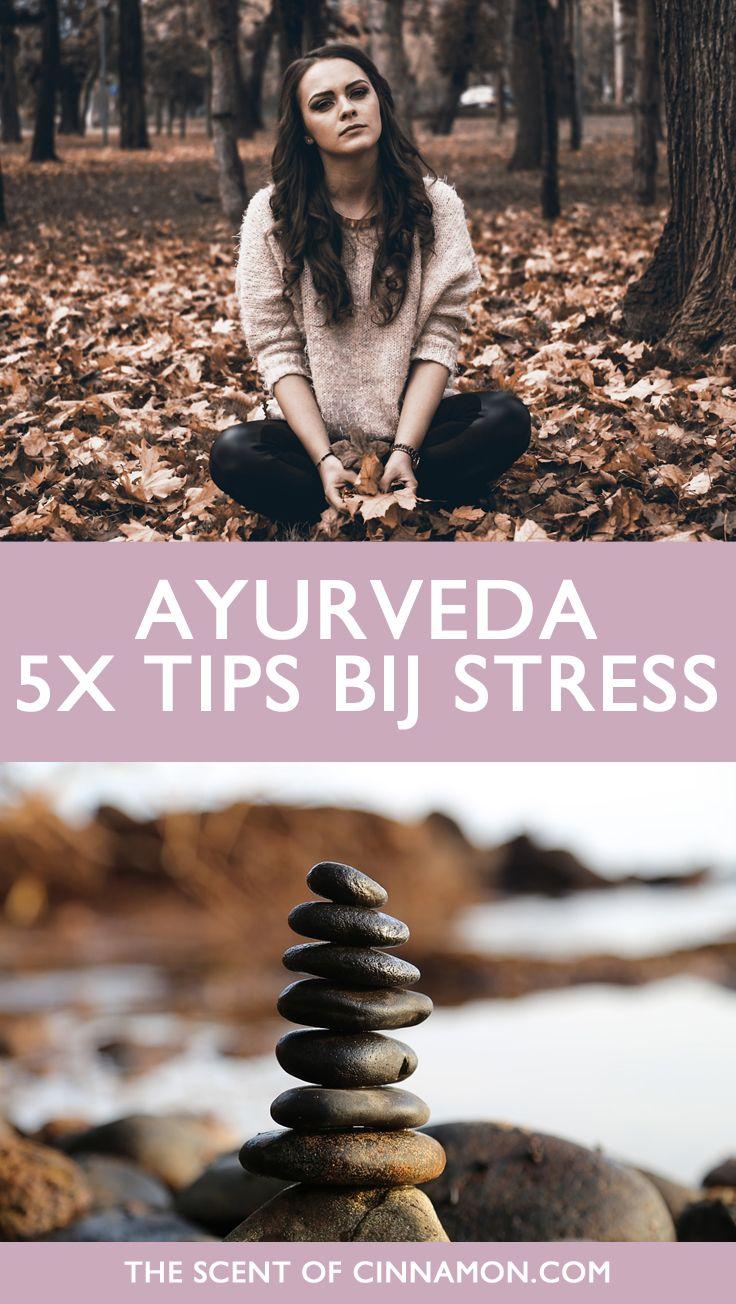5x TIPS BIJ STRESS UIT DE AYURVEDA   De Ayurveda beschouwt chronische stress en spanning als een ontregeling van het zenuwstelsel. Om weer ontspanning in ons leven te brengen is het belangrijk ons Vata dosha eens onder de loep te nemen en ons zenuwstelstel te versterken. In dit artikel vind je vijf tips om chronische spanning te verminderen!
