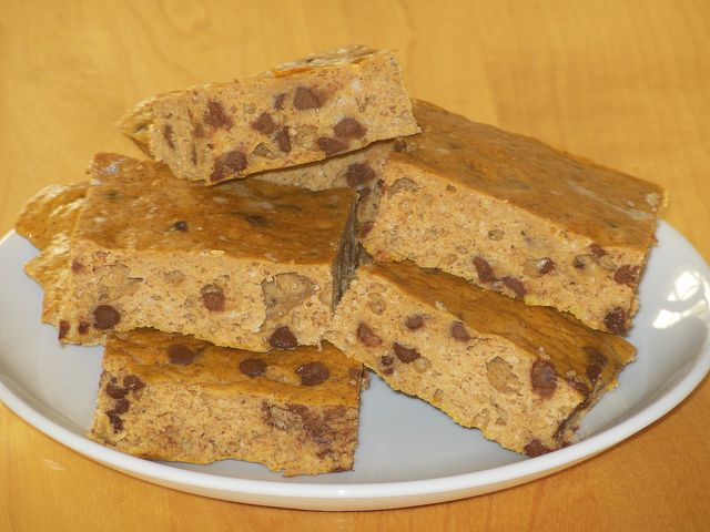 pumpkin chocolate chip protein bars - use cocoa crack instead of choc chips.