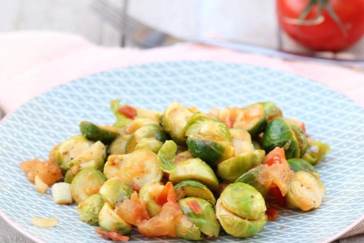 Brussels sprouts in tomato garlic sauce - Spruitjes met tomaten en knoflook