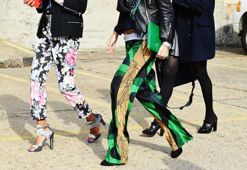#nyfw Printed trousers are a must!: Patterns Pants, Fashion Weeks, Prints Pants, Trousers, Tommyton, Bold Prints, Street Style Fashion, Floral, Tommy Ton