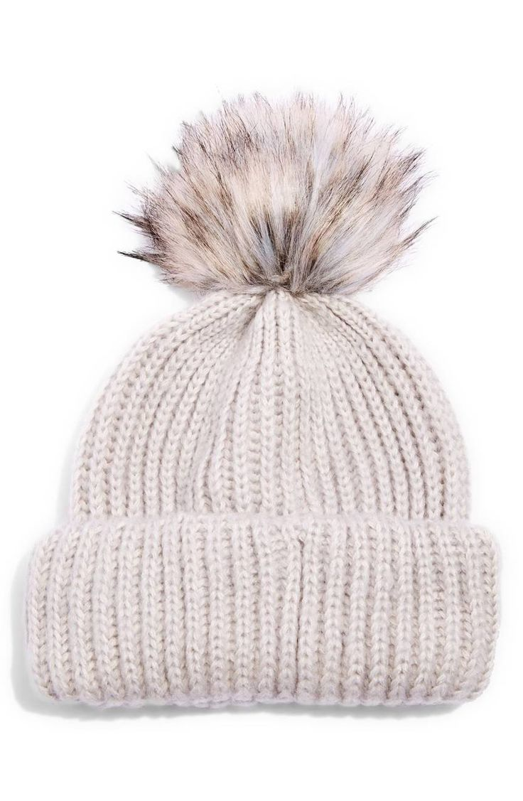A streaky faux fur pompom adds instant winter-chic style to this cozy wool-kissed ribbed beanie.