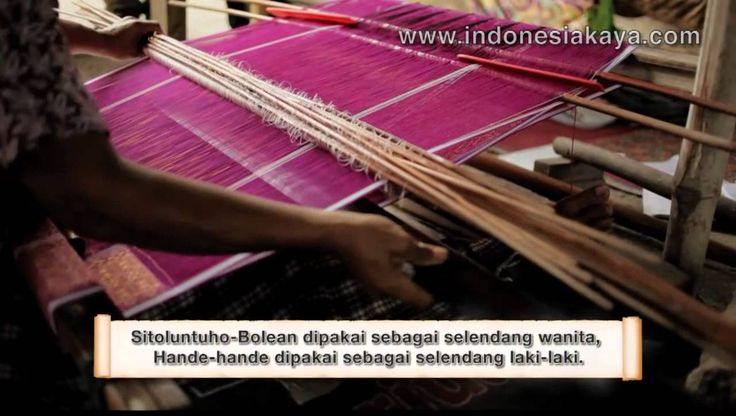 Ulos fabric has a distinctive feature for the people of Batak. If there is any big event celebration that does not use Ulos, then the event is not valid. It is because, only in North Sumatra, Ulos fabric was widely used as a souvenir by tourists. They will come to the center for the manufacture and sale of a variety of souvenirs there.  Ulos the perfect souvenirs for your trips in North Sumatra.