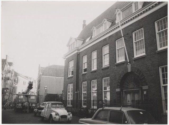 Na een kort geding, aangespannen door de Gemeente Haarlem werd op last van de Haarlemse Rechtbank het voormalige Joles-Ziekenhuis aan het Groot Heiligland nr. 27a ontruimd dat toen door ongeveer 33 personen was gekraakt. 1979
