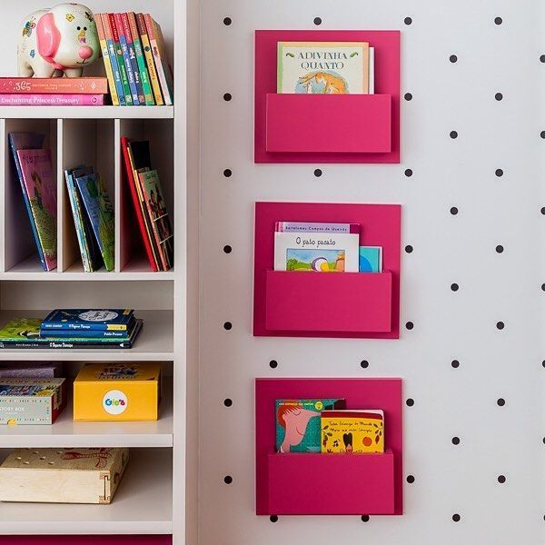 """190 Me gusta, 3 comentarios - @natocadesign en Instagram: """"Nichos na parede para livros sobre a parede de bolinhas. No quarto assinado por…"""""""