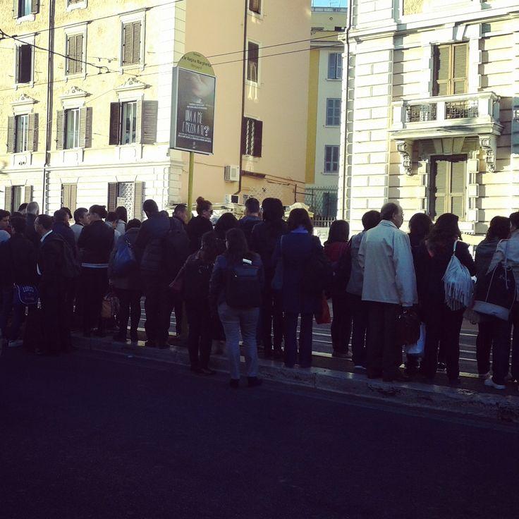 20/2/2015 nubesviajeras.com ¿Entraremos en el #tram? #Roma #Rome #italia #italy #viajes #1fotoaldía #picoftheday #aroundtheworld #postales #nubesviajeras