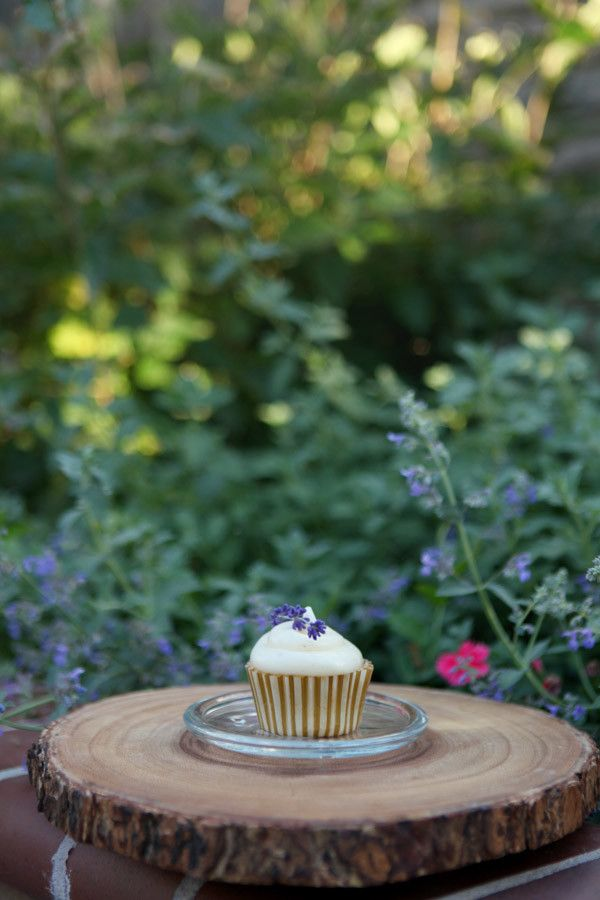 💜Lavender Cupcakes Recipe💜    Ingredients  💋2 ¾ cups cake flour  💋1 2/3 cups granulated sugar  💋1 tablespoon baking powder  💋¾ teaspoon sea salt  💋¾ cup butter, softened  💋4 large egg whites, plus 1 whole large egg  💋1 cup whole milk  💋2 teaspoons vanilla extract  💋1-2 drops Lavender essential oil    See the rest of this recipe 👉 http://wu.to/R9gh1Q