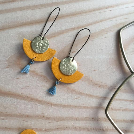 Earrings mustard yellow leather with a semicircle circle gold leather. Blue/grey cotton tassel Sleepers brass ear wires. Length with hooks: 6 cm Size of the leather part: approx 3.5 cm Each order is sent in a cotton brand name. Other colors available in my shop.
