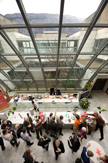 #locaux Hall d'accueil Inria Grenoble lors des Rencontres #inria_industrie, mars 2012.  Crédits murblanc.org - Inria