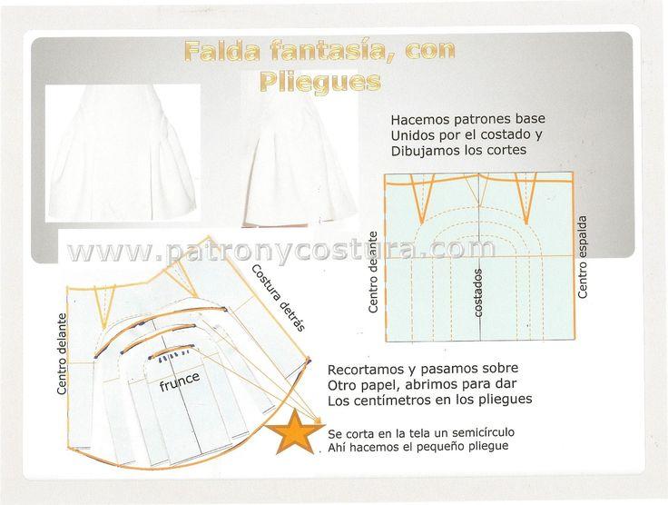falda fantasía con pliegues en los costados