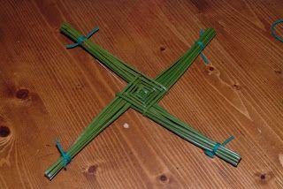 Irish Food Guide Website - Irish Food Blog - Irish Food Tourism: How to make a St Bridget's Cross