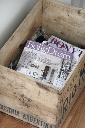 houten-krat-met-tijdschriften