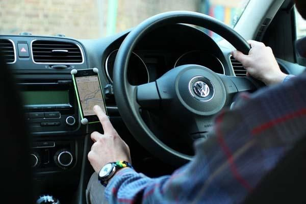 Make Your Own Dashboard Smartphone Car Mount with Sugru