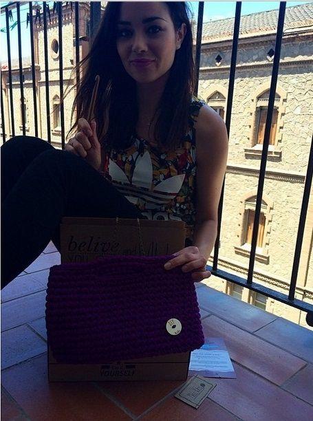 La actriz Dafne Fernández con su Kit Cannes