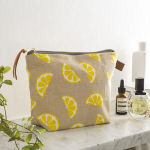 Lemons Linen Wash Bag - Dreaming of a tropical getaway and all things summer holidays? Well, the weather folk have spoken — the sun is coming! Grab a fruit cup, lather on some sunscreen and indulge yourself with these glorious summer goodies.