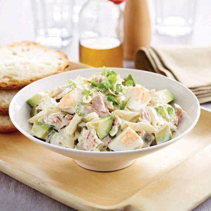 Avocado Tuna Salad  1 avocado  2 spring onion  1/3 cup gherkins  2 eggs, hard boiled  4 cups short pasta, cooked  1x 150g can tuna in spring water  4 tbsp mayonnaise