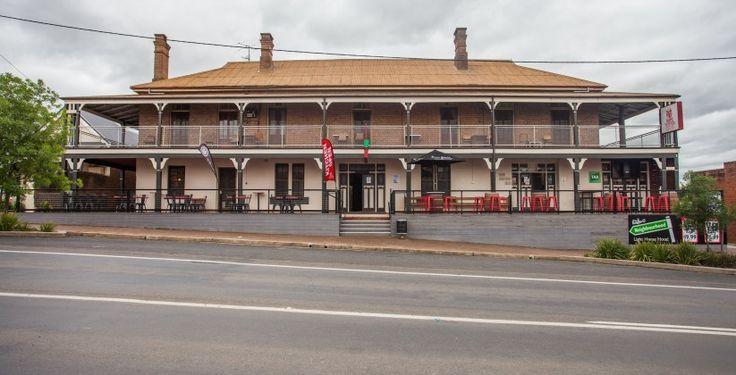 Light Horse Hotel Murrumburrah great Aussie heritage pub Accommodation. Easy book online accommodation. www.pubrooms.com.au