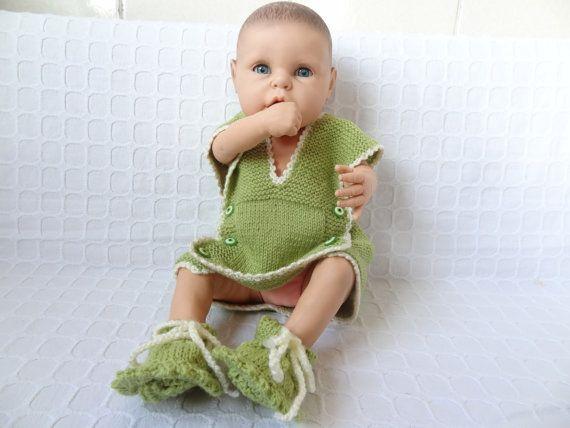 baby vests and booties set GreenEcru Buttons vest by SwomanStore