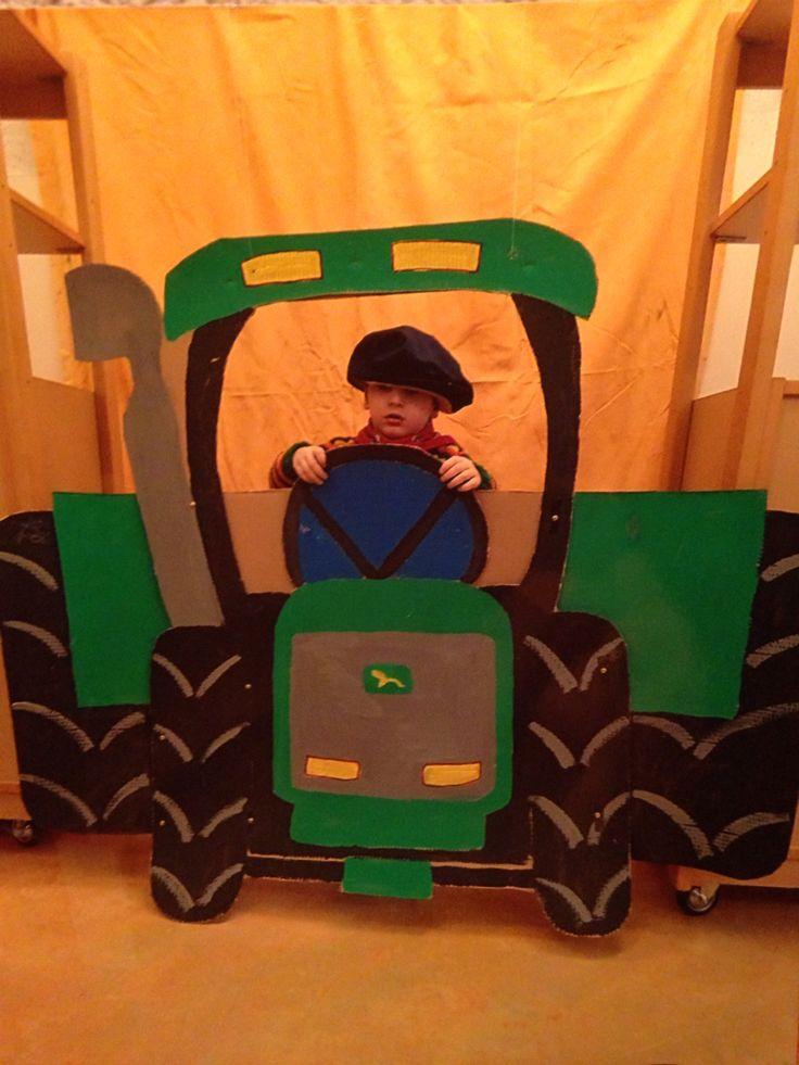 tractor van karton