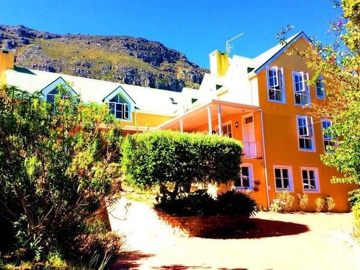 Villa La Paz - Villa La Paz is found in tranquil surroundings, with World of Birds, shops and restaurants nearby, and excellent staff to make for a pleasurable stay. Choose from several suites, all of which come with ... #weekendgetaways #houtbay #capemetropole,peninsula #southafrica