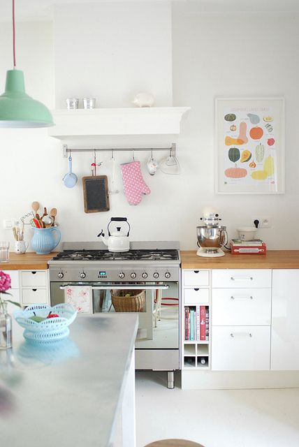 #White #kitchen with bold accents