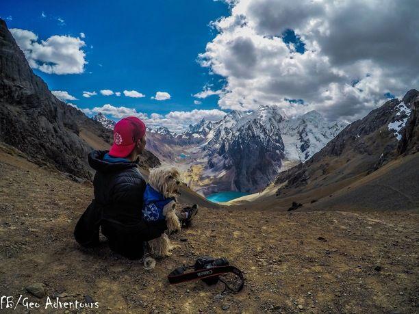 Waywash Mountain range, Huánuco, Peru — by FronterasImaginarias. Al lado de la mejor compañía