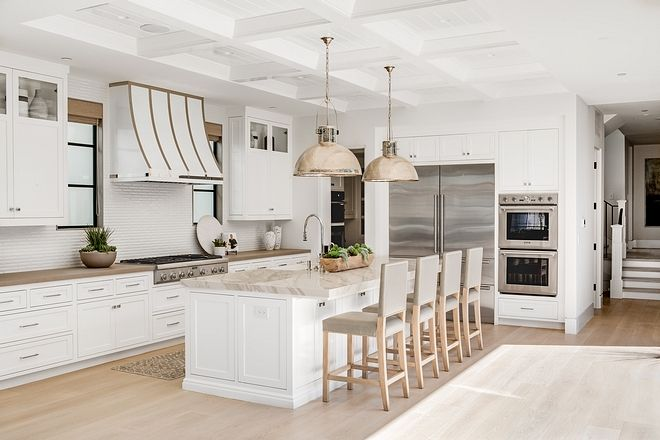 White Kitchen Design Classic White Kitchen Design How Spectacular Is This Kitchen Right Thi In 2020 Classic Kitchen Design Classic White Kitchen Home Interior Design