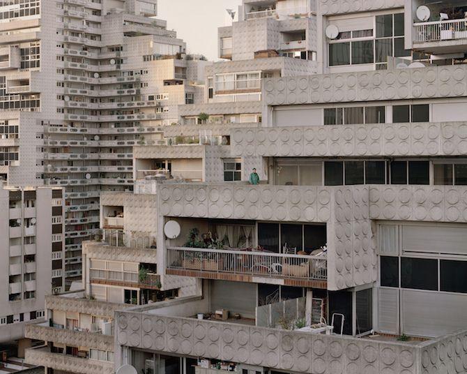 les Bâtiments délabrés oubliés dans Paris capturés par Laurent Kronental (11)