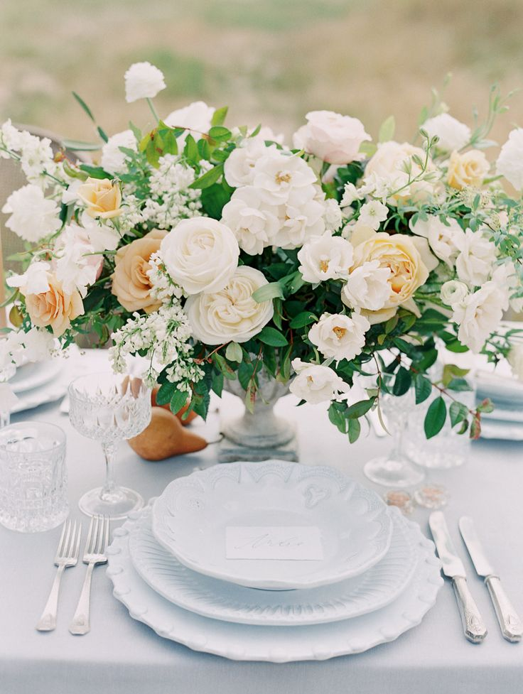 Photography: Carmen Santorelli - carmensantorellistudio.com  Read More: http://www.stylemepretty.com/2015/06/10/romantic-ethereal-wedding-inspiration/