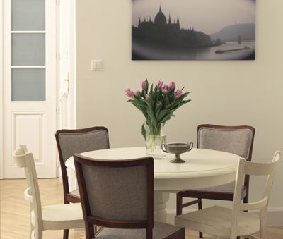 Broadway 2's dining table for 4
