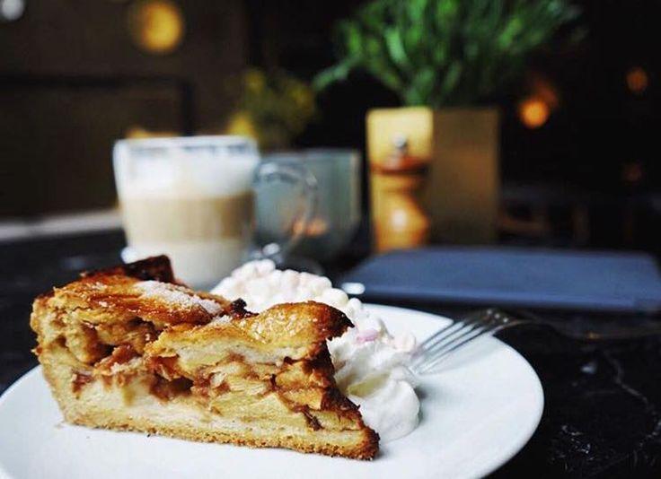 Bistro Brasserie Bleu - gelegen in de gemoedelijke Amsterdamse Jordaan Prinsenstraat 10 - is wat onszelf betreft ook zeker een fijne bistro brasserie om te genieten van een gezellig kopje koffie of thee met iets lekkers. http://www.restaurantbleu.amsterdam #frenchcuisine #bistrobrasseriebleu #restaurant #prinsenstraat #jordaan #hotspot #amsterdam