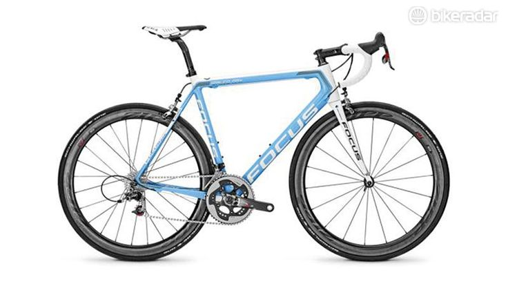 The Izalco is a firm favourite of ours, with its predecessor the Izalco Pro picking up our Bike of the Year title back in 2012 and the Max