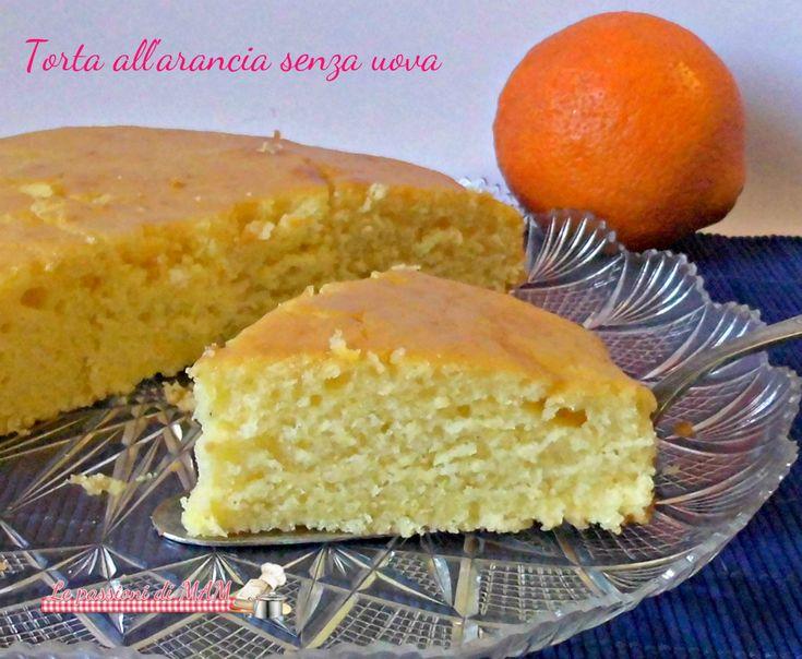 Torta all'arancia senza uova e burro, ricetta dolce per una torta da colazione o merenda leggera, soffice e umida adatta per intolleranti o allergici.